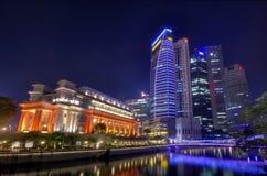 Hotel de Fullerton y el horizonte de Singapur CBD Fotos de archivo