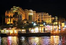 Hotel de Hilton Eilat Queen Of Sheba na noite Fotografia de Stock