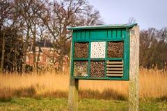Hotel de la abeja en el estado Leyduin Imagenes de archivo