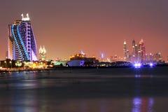 Hotel de la playa de Jumeirah en la noche Fotografía de archivo libre de regalías
