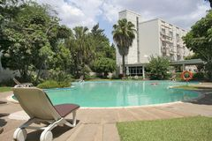 Hotel de lujo y piscina Fotografía de archivo libre de regalías