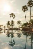 Hotel de luxo da piscina em Pattaya, Tailândia Férias da praia do verão imagens de stock royalty free