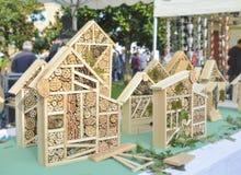 Hotel de madera para los insectos en un mercado Foto de archivo libre de regalías