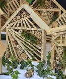 Hotel de madera para los insectos en una pared de la casa Imagen de archivo libre de regalías