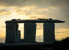 Hotel de Marina Bay Sands en la puesta del sol en Singapur Imagen de archivo libre de regalías