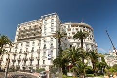 Hotel de Paris e jardins Fotos de Stock Royalty Free