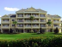 Hotel de recurso amarelo colonial Fotografia de Stock Royalty Free