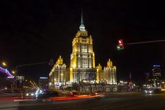 Hotel de Ucrania en la noche Imagen de archivo