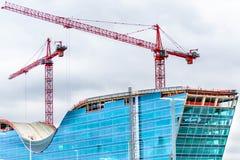 Hotel de vidro moderno novo sob a construção no diâmetro Fotos de Stock Royalty Free