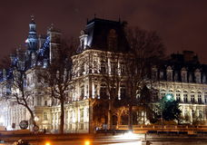 Hotel-de-Ville Comune a Parigi alla notte Immagini Stock