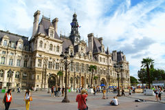 Hotel de Ville de Παρίσι (Δημαρχείο) το καλοκαίρι Στοκ φωτογραφία με δικαίωμα ελεύθερης χρήσης