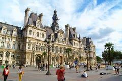 Hotel de Ville de巴黎(香港大会堂)在夏天 免版税库存照片