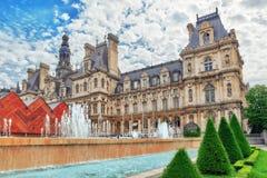 Hotel de Ville a Parigi, è l'annuncio locale della costruzione della città dell'alloggio Immagine Stock