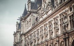 Hotel de Ville von der Seite lizenzfreie stockbilder