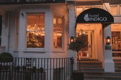 Hotel del añil, Londres, Reino Unido 31 de diciembre de 2017 Interior mágico Ch Fotos de archivo libres de regalías