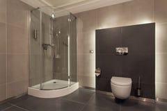 Hotel del arbolado - cuarto de baño lujoso fotografía de archivo