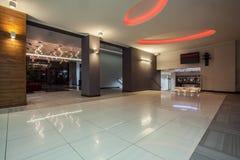 Hotel del arbolado - pasillo del hotel foto de archivo libre de regalías