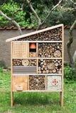 Hotel del insecto en un jardín Fotografía de archivo libre de regalías