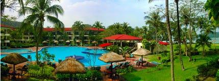 Hotel del poolside del panorama Fotos de archivo libres de regalías