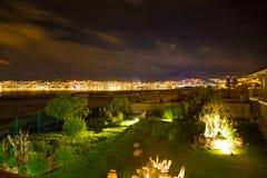 Hotel dell'alta società e cortile e giardino d'invito alla notte su Titikaka, Perù nel Sudamerica Fotografia Stock Libera da Diritti
