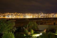Hotel dell'alta società e cortile e giardino d'invito alla notte, Titikaka, Perù nel Sudamerica Fotografia Stock
