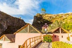 Hotel dell'alta società e cortile e giardino d'invito in canyon di Colca, Perù, Sudamerica Immagini Stock Libere da Diritti