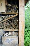Hotel dell'insetto in un santuario della natura fotografie stock