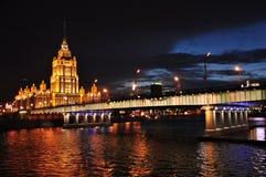 Hotel dell'Ucraina alla notte. Mosca, Russia. Fotografie Stock