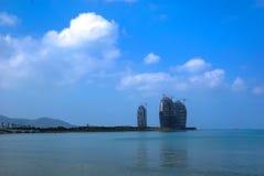 Hotel della costruzione nella baia di Sanya Immagine Stock Libera da Diritti