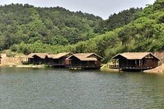 Hotel di alloggio presso famiglie vicino al lago fotografie stock libere da diritti