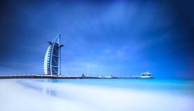 Hotel di Burj Al Arab sulla spiaggia di Jumeirah nel Dubai Fotografia Stock