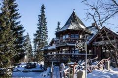 Hotel di inverno nella località di soggiorno Jasna, Tatras, Slovacchia Immagine Stock Libera da Diritti