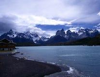 Hotel di Pehoe a Torres del Paine nel Patagonia Fotografia Stock