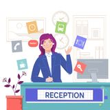 Hotel di servizio di ricezione, ragazza sorridente che si siede alla reception Illustrazione piana di vettore Immagine Stock