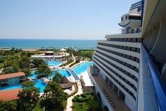 Hotel di vista nel litorale Fotografia Stock