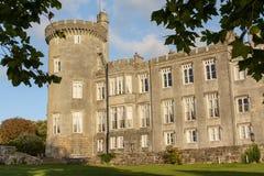 Hotel do castelo do dromoland da foto e clube de golfe de cinco estrelas famosos Imagens de Stock Royalty Free