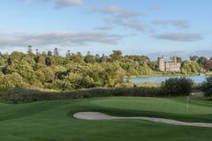 Hotel do castelo do dromoland da foto e clube de golfe de cinco estrelas famosos Fotografia de Stock Royalty Free