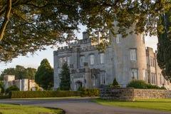 Hotel do castelo do dromoland da foto e clube de golfe de cinco estrelas famosos Imagem de Stock Royalty Free