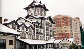 Hotel do europeu-estilo e construção modernos do recurso fotografia de stock royalty free