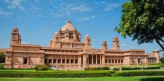 Hotel do palácio de Umaid Bhawan em Jodhpur em Rajasthan, Índia Panora imagens de stock