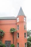 Hotel do tijolo vermelho com torre redonda Fotos de Stock Royalty Free