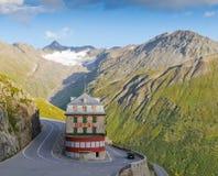 Hotel do vintage nos alpes, Switzerland foto de stock royalty free