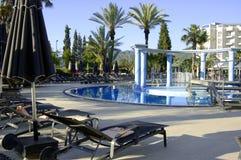 Hotel e piscina della stazione termale Immagini Stock Libere da Diritti