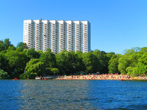 Hotel e praia em Éstocolmo, Sweden foto de stock royalty free