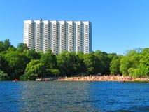 Hotel e spiaggia a Stoccolma, Svezia Fotografia Stock Libera da Diritti