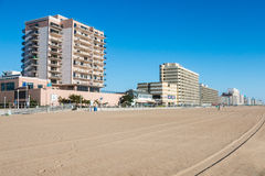 Hotel ed attrazioni sul 3-Mile Virginia Beach Boardwalk Fotografia Stock