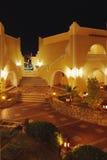 Hotel in Egypte met verlichting Stock Afbeeldingen