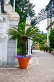 Hotel em Stresa no lago Maggiore, Itália imagem de stock