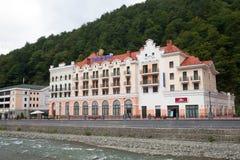 Hotel en el centro turístico de Rosa Khutor Imágenes de archivo libres de regalías