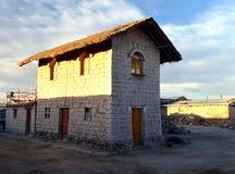 Hotel en el desierto de la sal fotografía de archivo libre de regalías